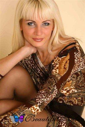 Russian woman Valentina - Age 44