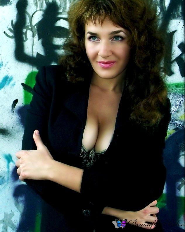 Carolinetland hot russian woman smoking